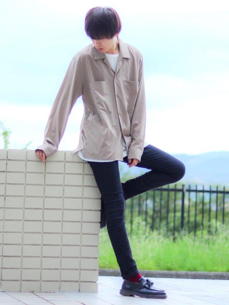 カラー系の靴下ファッション